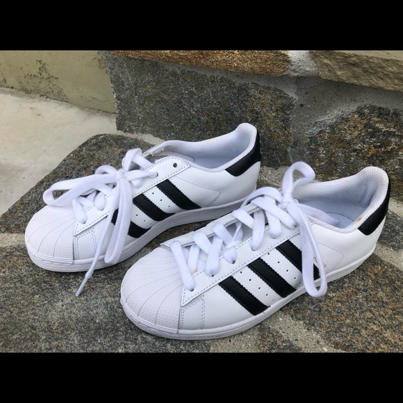 Adidas superstars shoes size 4